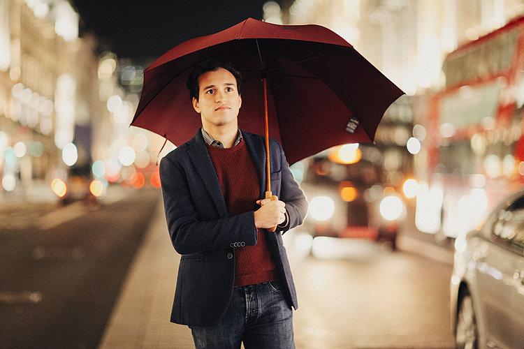 тату поцелуй мужчина с зонтом картинка платье