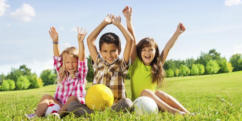 چگونه کودکی شاد تربیت کنیم
