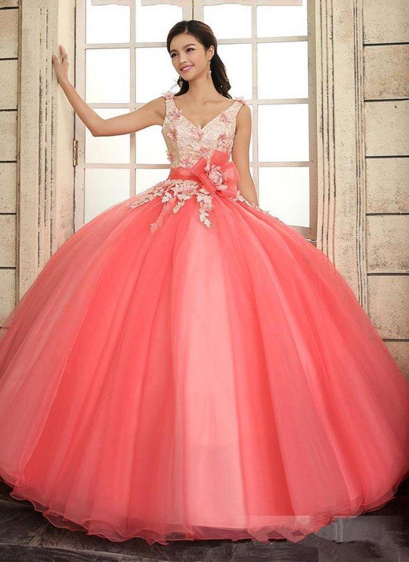 Вечернее платье с крупным цветком на поясе