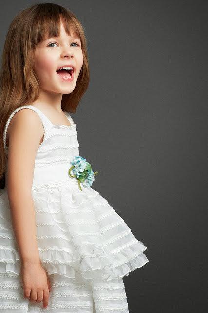 Парадное белое платье для маленькой принцессы.