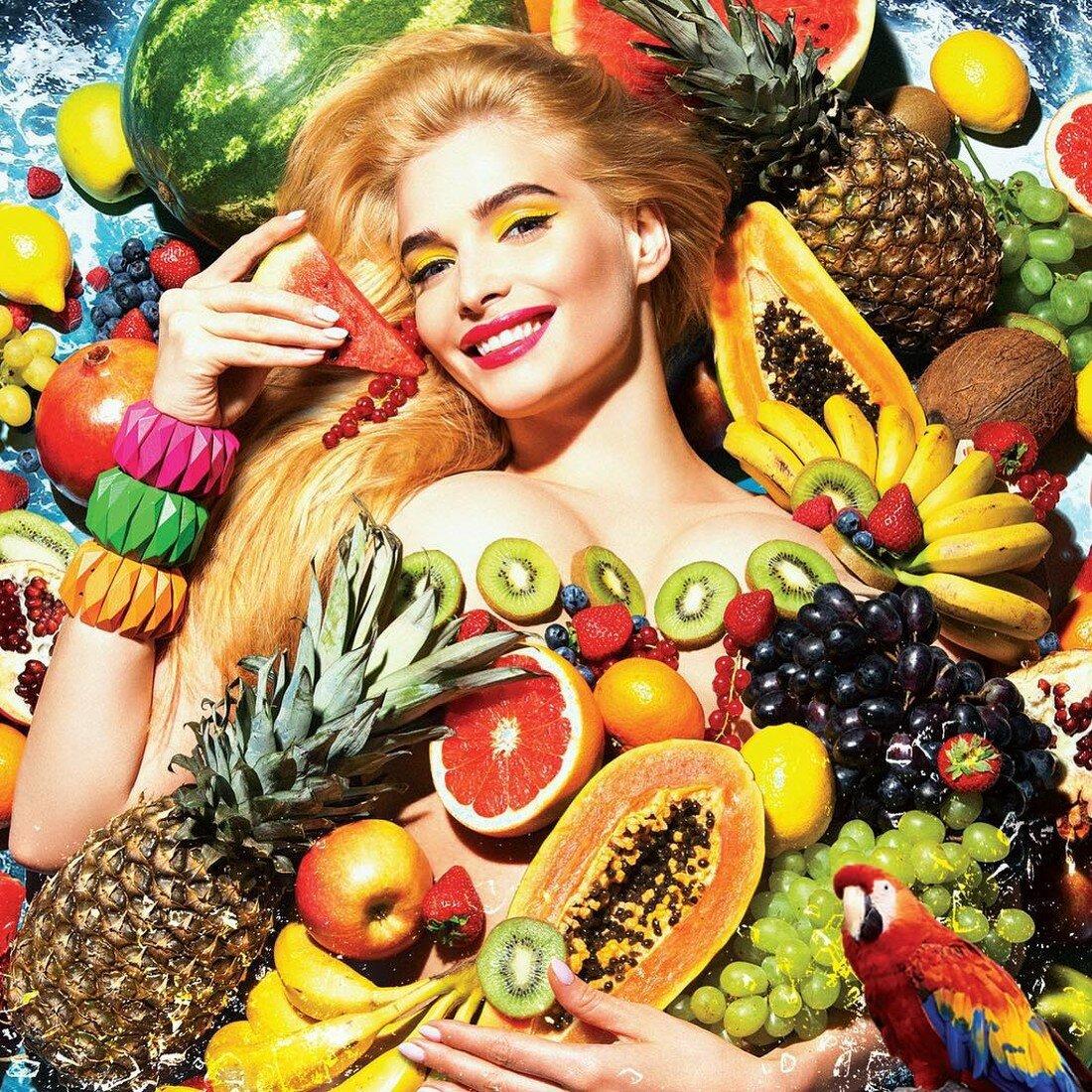 Картинка фрукты и девушка