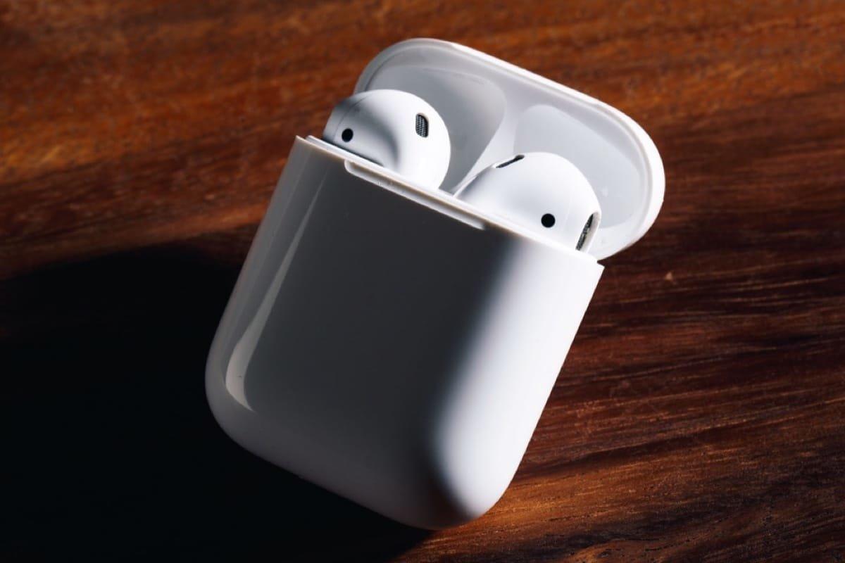 С момента выхода AirPods прошло почти полтора года и намерения Apple выпустить AirPods 2 становятся