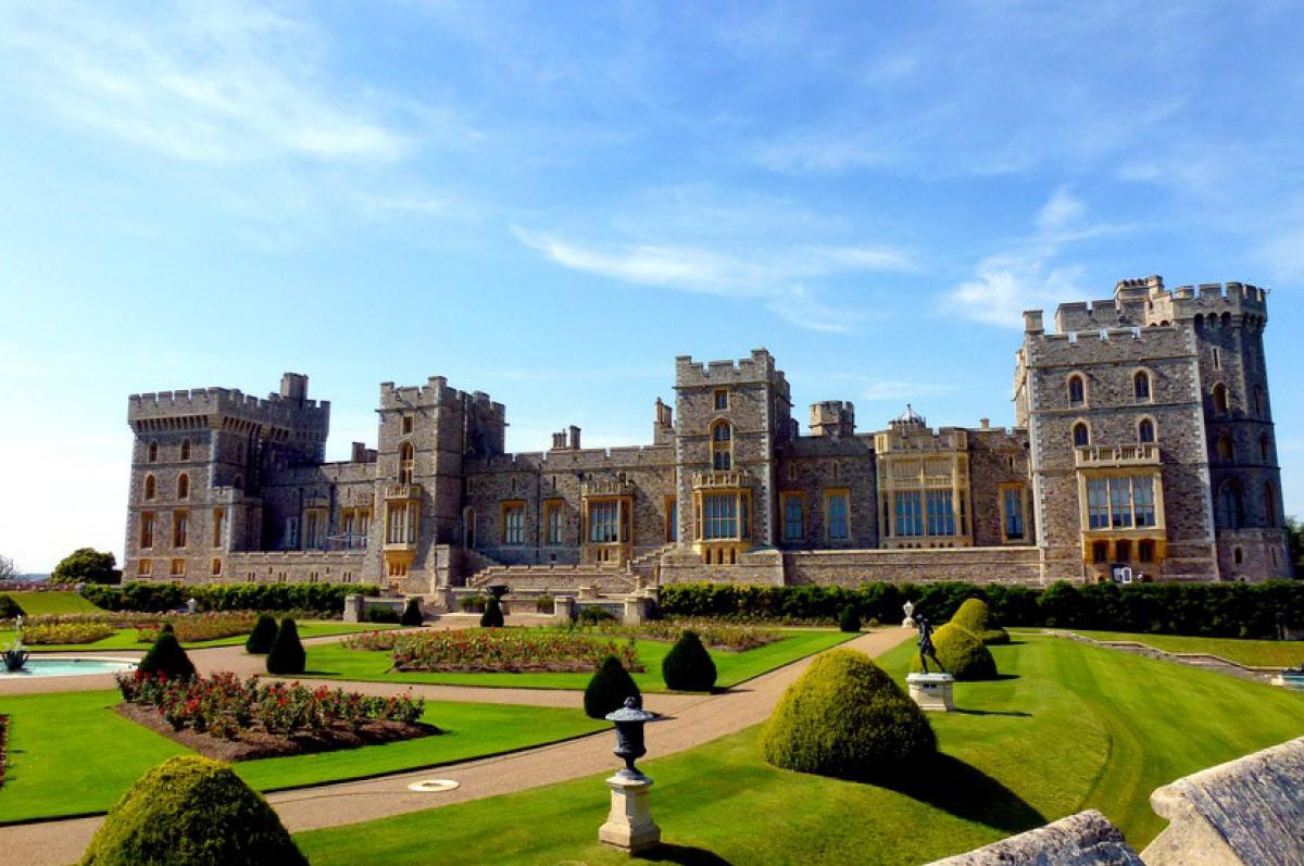 посредников картинки королевских домов мира мужчина находится отделении