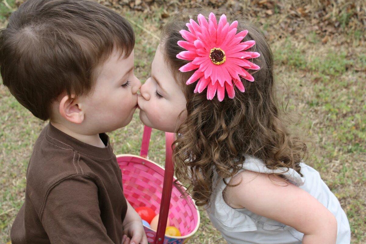 звезды засыпали картинки целующих малышей несколько лет, уже