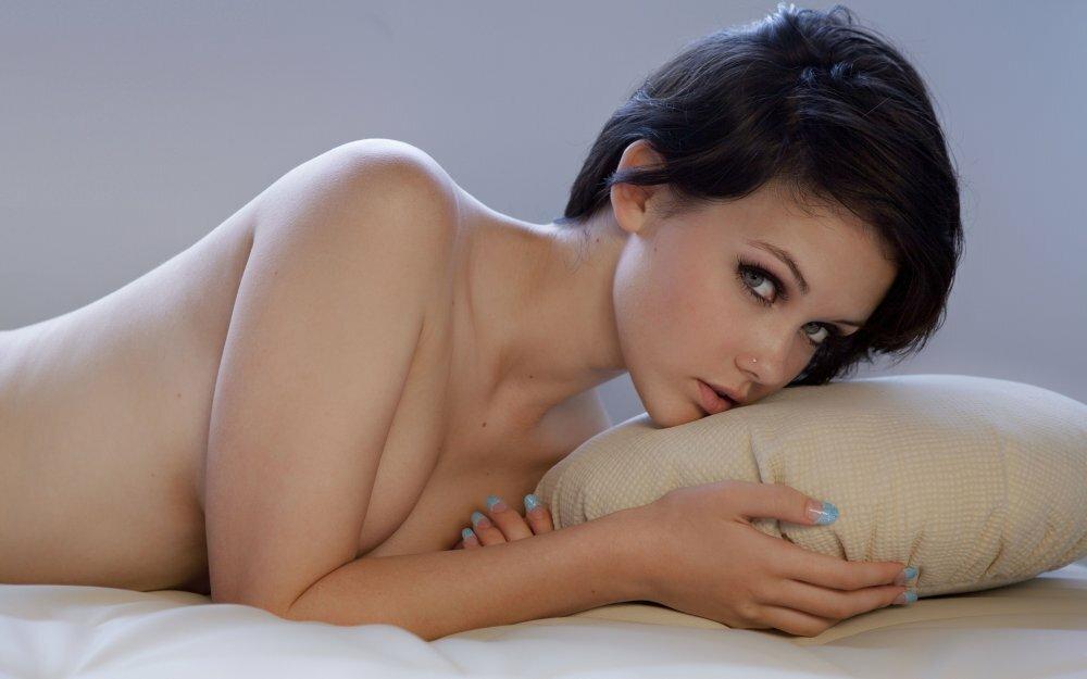 сети фото порномодели выгибаются обняла прижала его