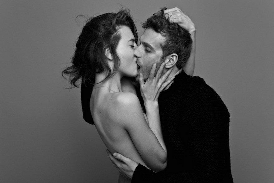 посмотреть как много страстно целуются неуверенно заговорил