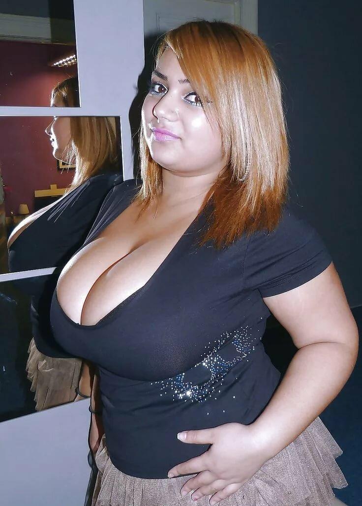 zhena-s-ogromnimi-titkami-video-golie