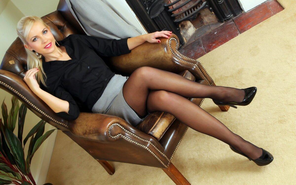 Фото баб в юбках сидячих чулках, покажи мне свою пизду раком