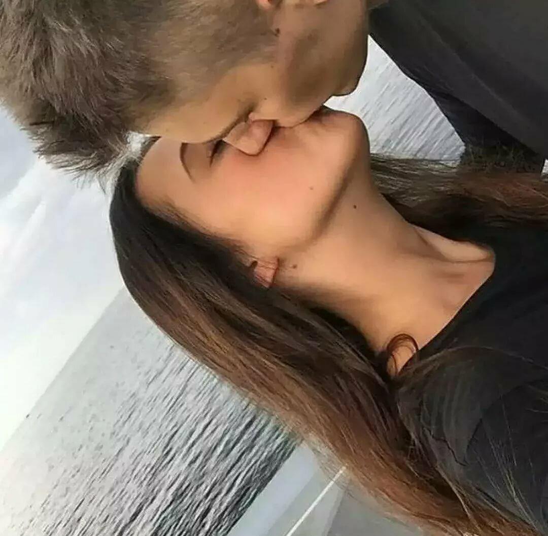 Картинки русая девушка целуется с парнем