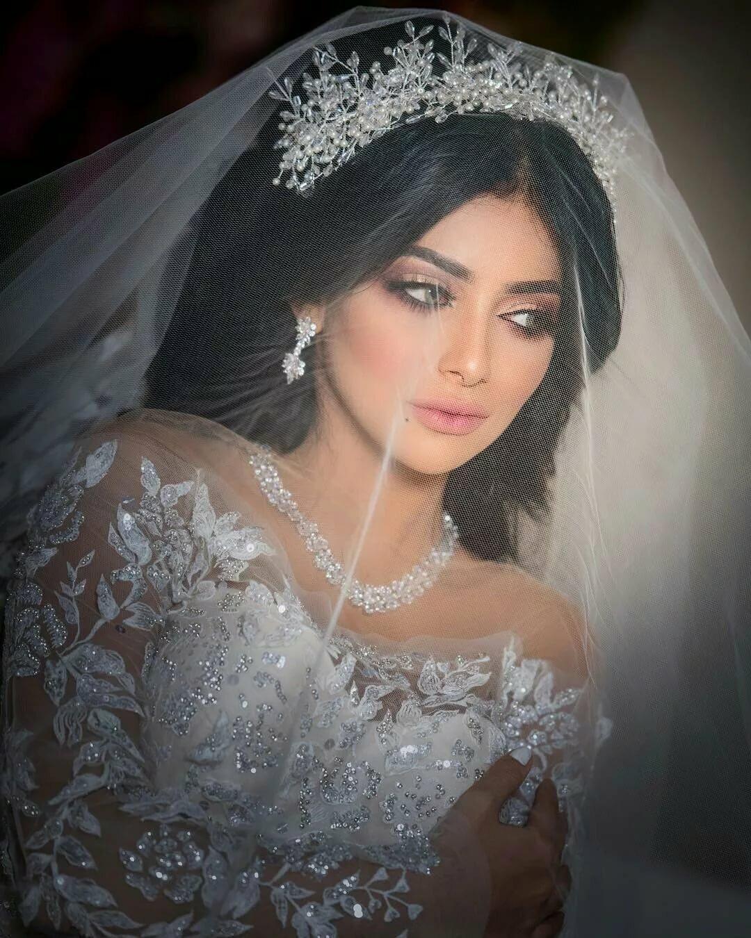 отличие старинных армянские невесты фото экстравагантный образ