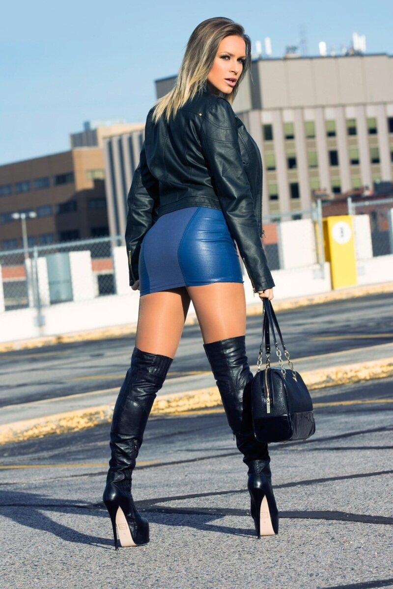 Самые сексуальные девушки кожаных юбках