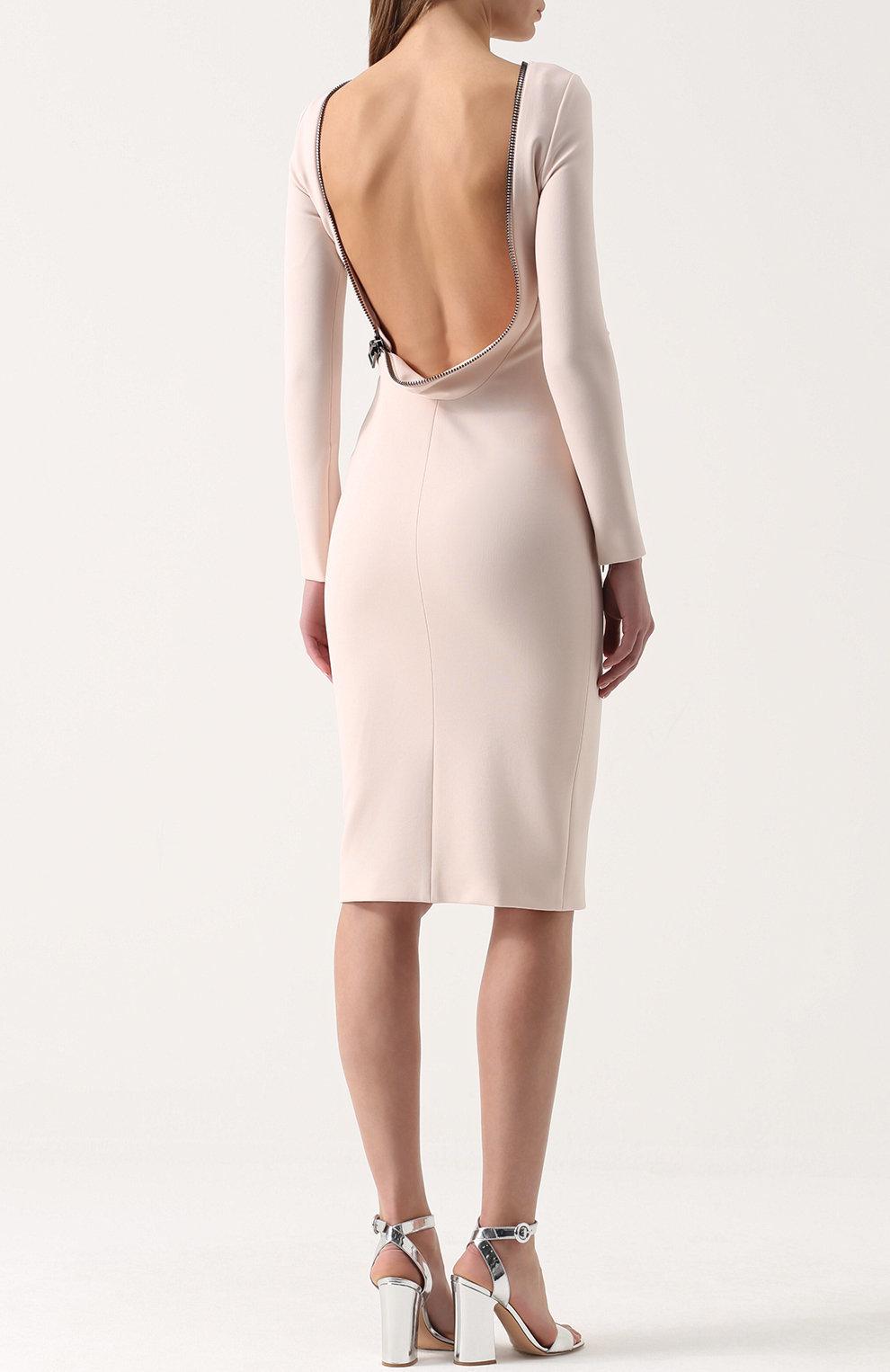 5b76eb47263 ... Женское светло-бежевое платье-футляр с длинным рукавом и открытой  спиной TOM FORD