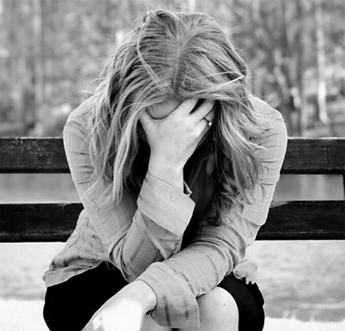 Днем учителя, картинка с плохим настроением девушка плачет