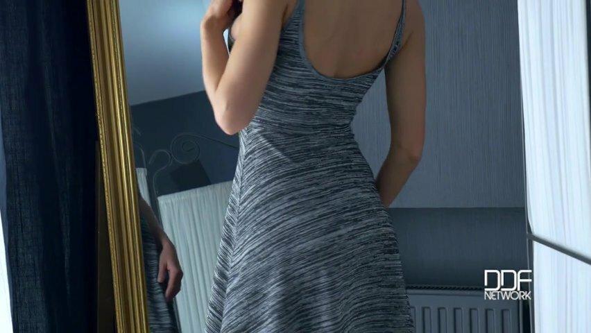 Порно как массажист трахает клиенток видео домохозяйка бреет