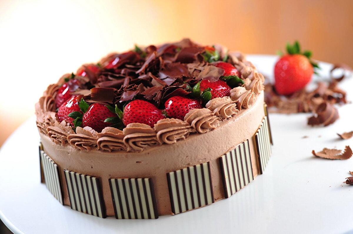 Днем, картинки с днем рождения торт с клубникой