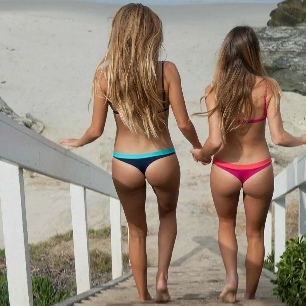 Young teens showing off their asses