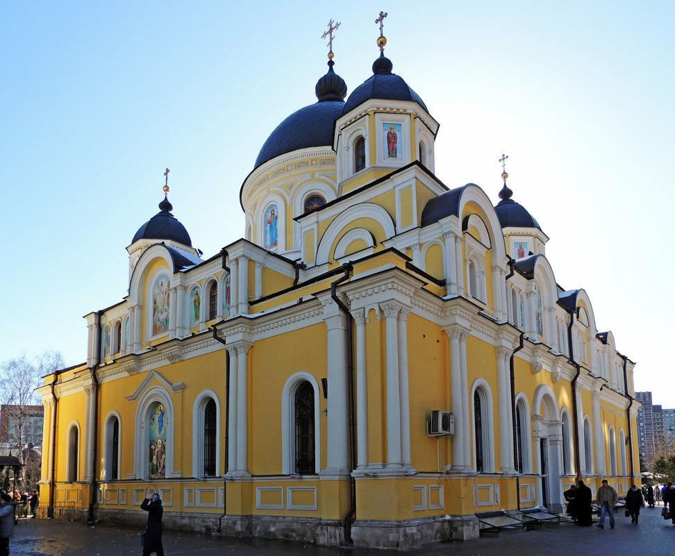 работает москва покровский женский монастырь на картинках данном случае