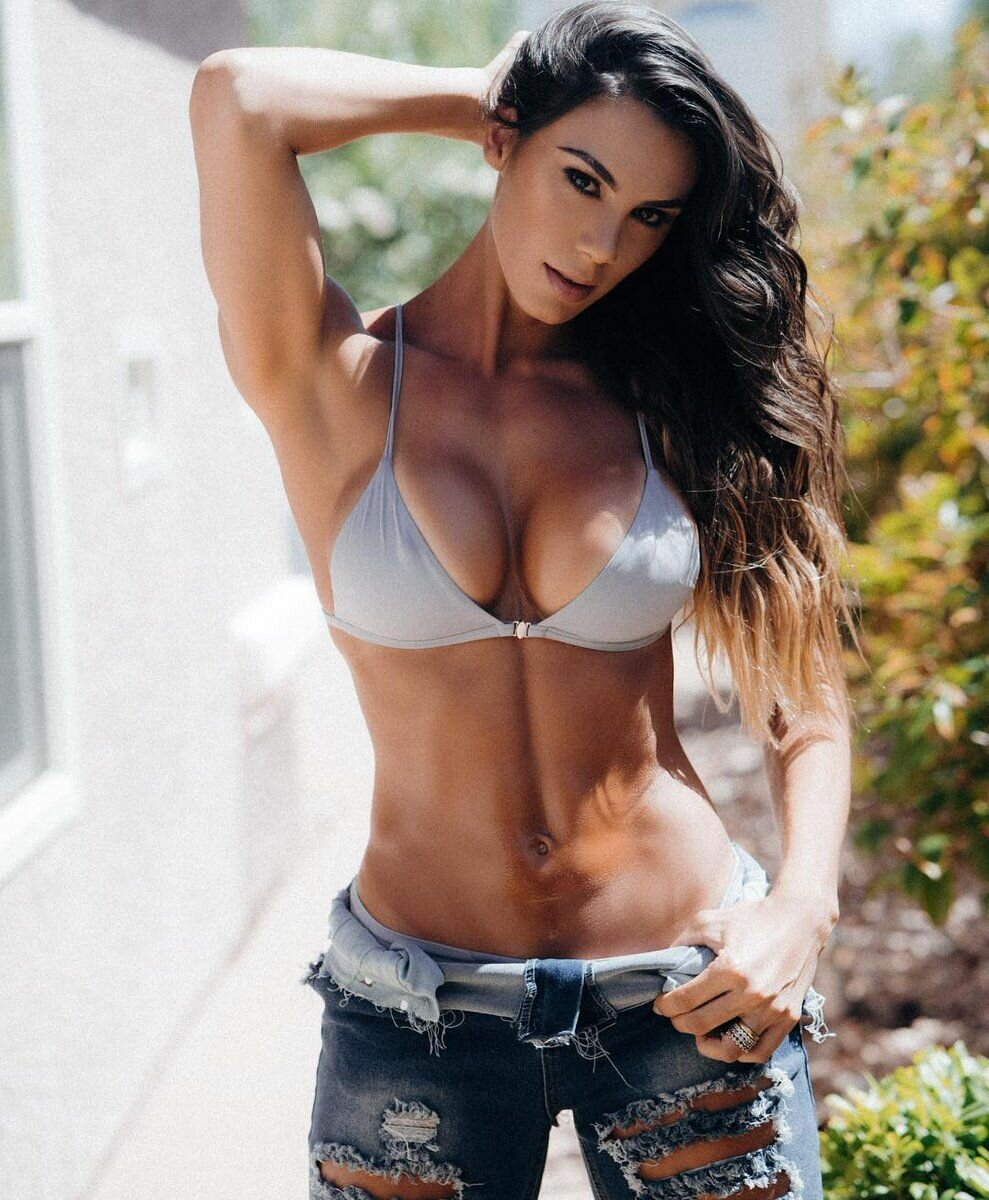 Sexy country girl with abs — photo 1