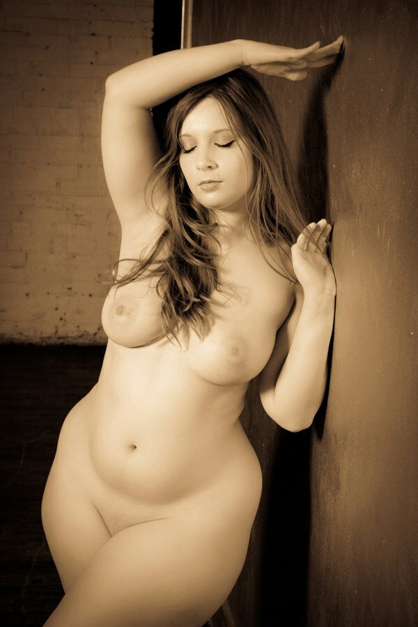 Nude voluptuous babes posers straight pictures — pic 14