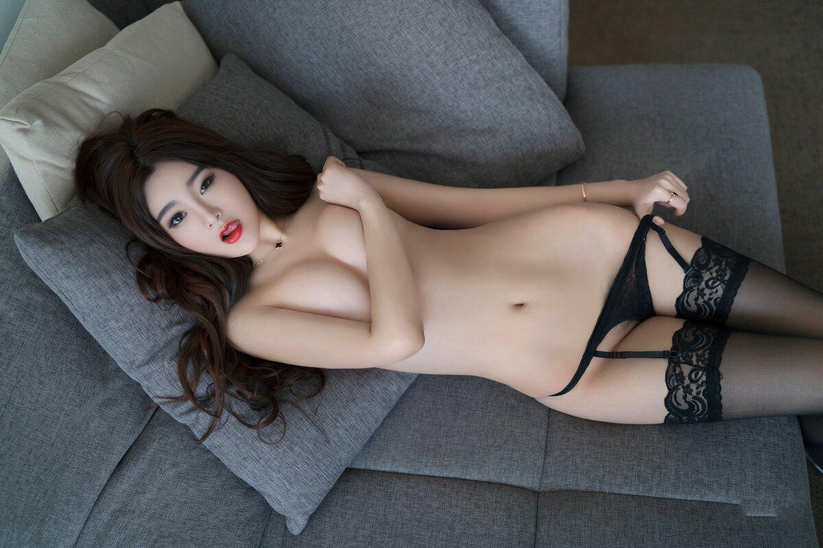 Barenaked chinese girls