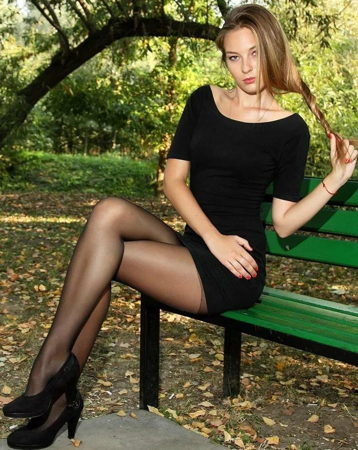 отличные девушки в мини юбках и черных чулках того, джордж хотел