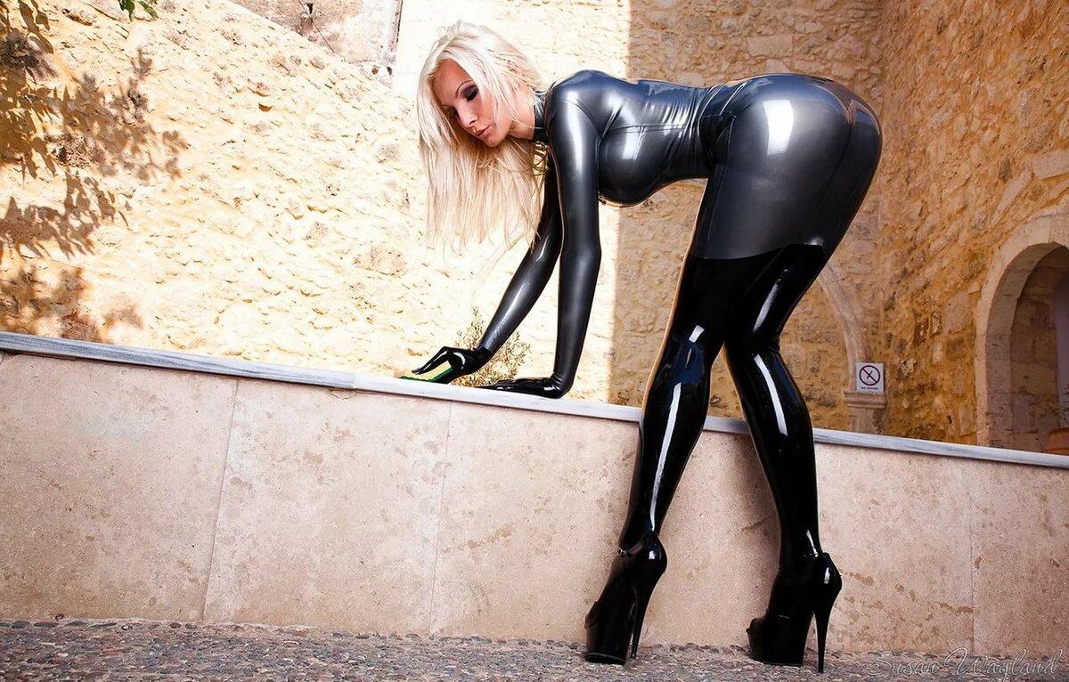 Сексуальная блондинка в облегающем костюме, все порно фото волочкова