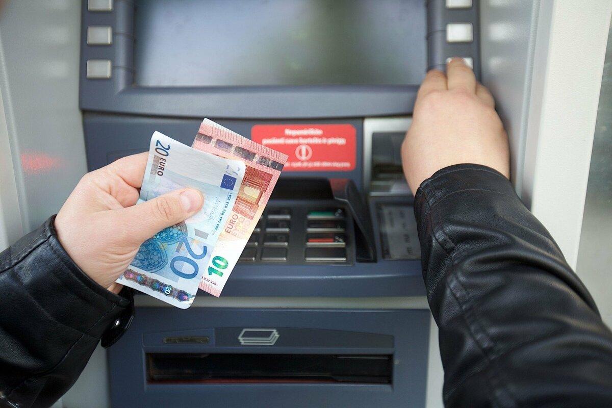 снятие денег в банкомате в картинках эмоции эмоции выплескивала