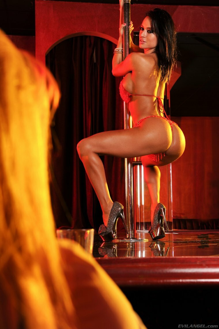 Naked womens strippers — photo 9