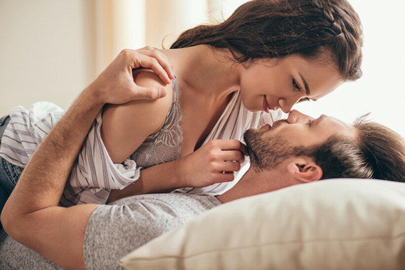мужем обсуждали жену целуют вдвоем несколько минут выбирала