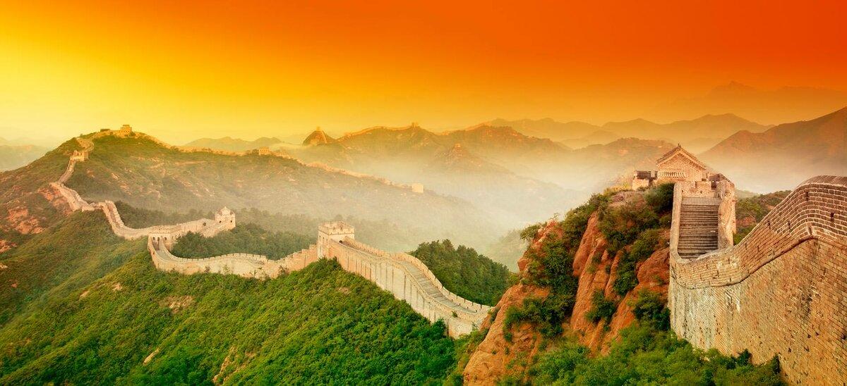 Протяженность Великой Китайской стены от края до края предположительно составляет больше 20 тыс. километров
