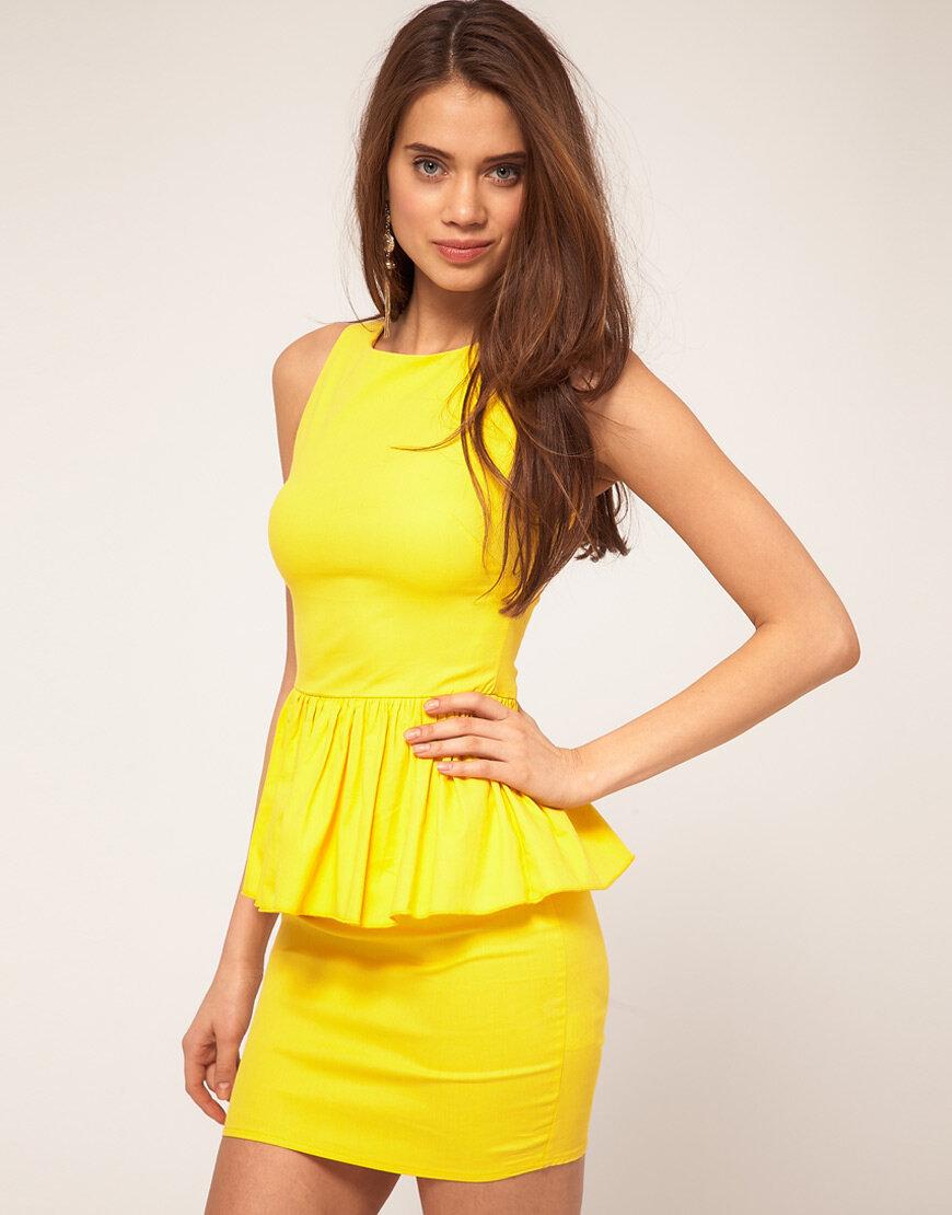 очень красивая девушка в желтом платье - 10