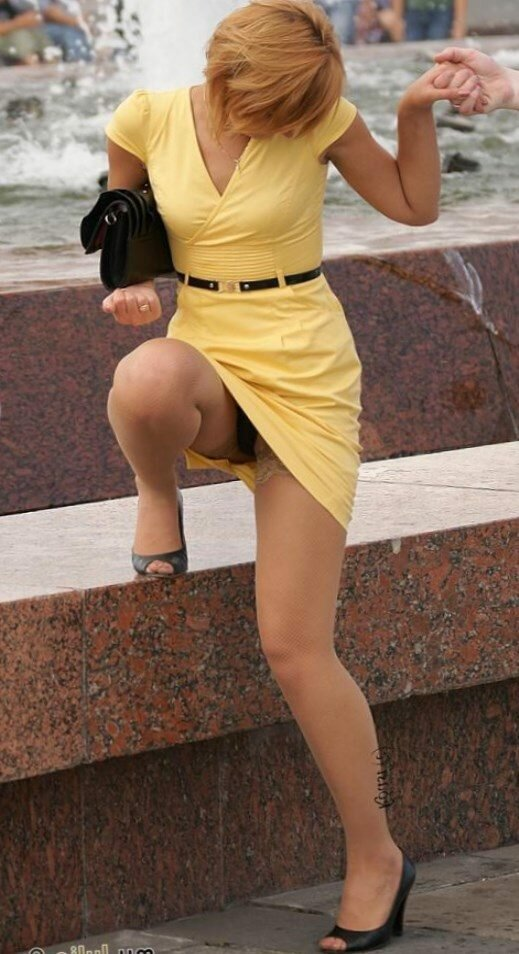 Русская девка задрала юбку а там ничего развратных девиц