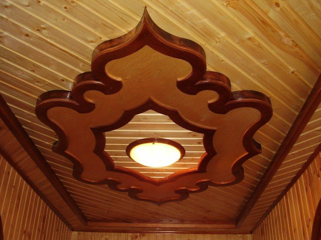 потолок в частном доме из вагонки
