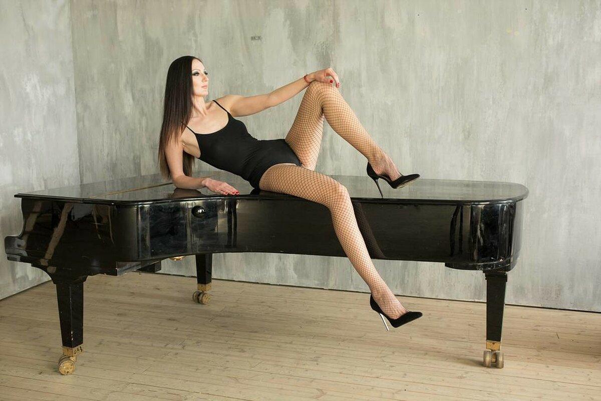 Самый длинноногие девушки, видео проститутки обслуживают