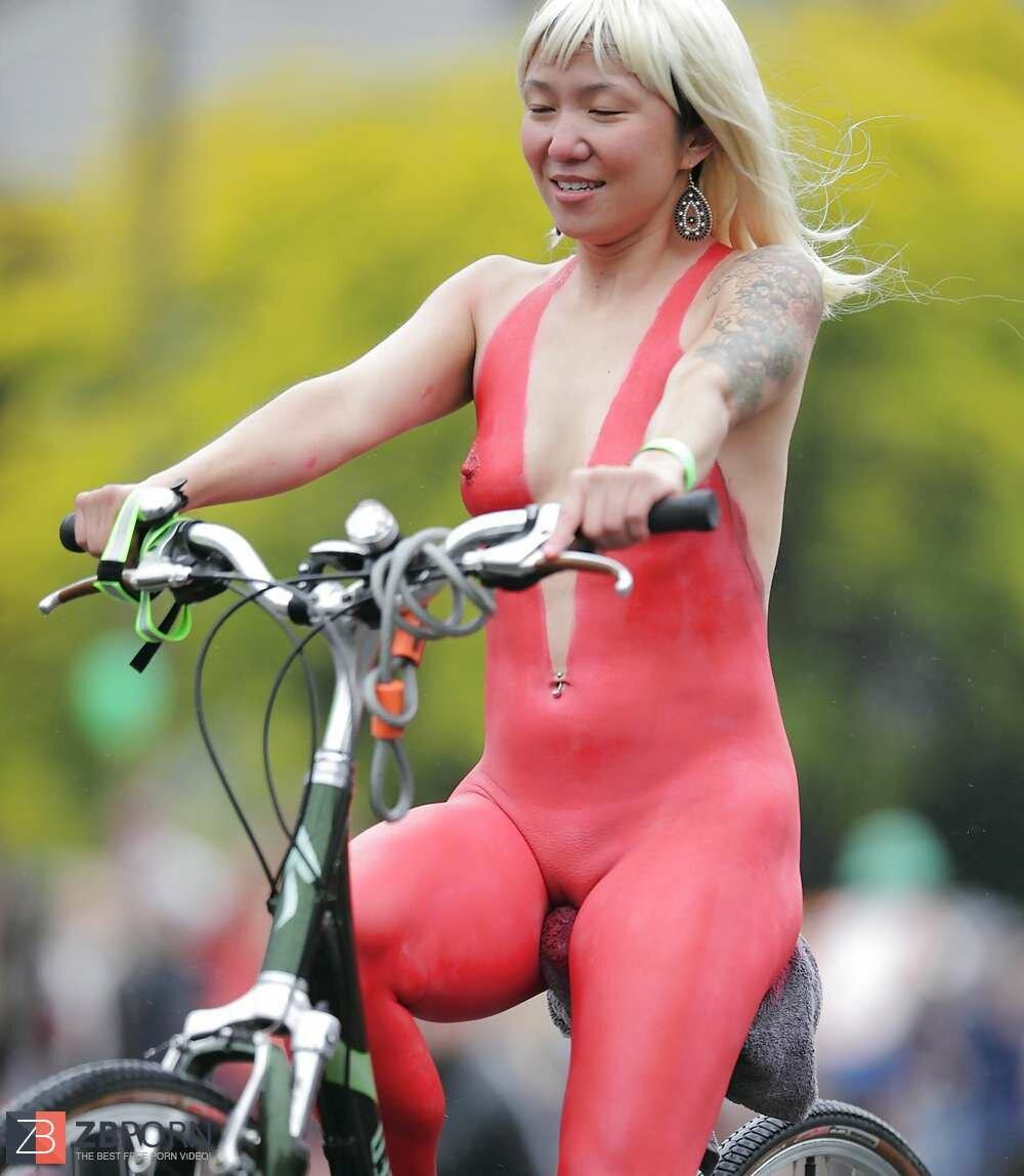 Naked sports bike