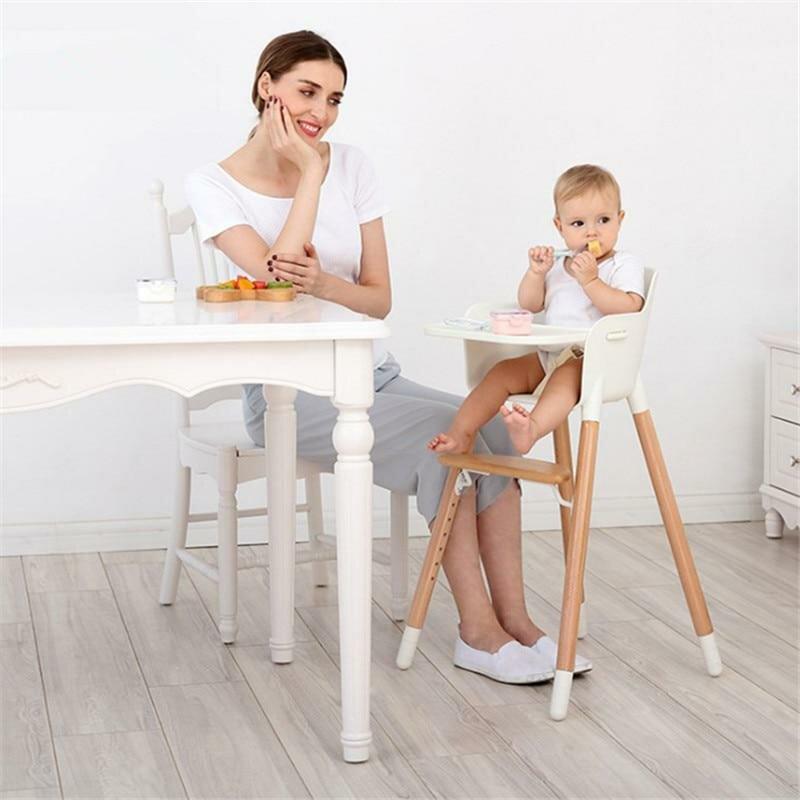 чтобы малыш кушает на стульчике для кормления картинка все