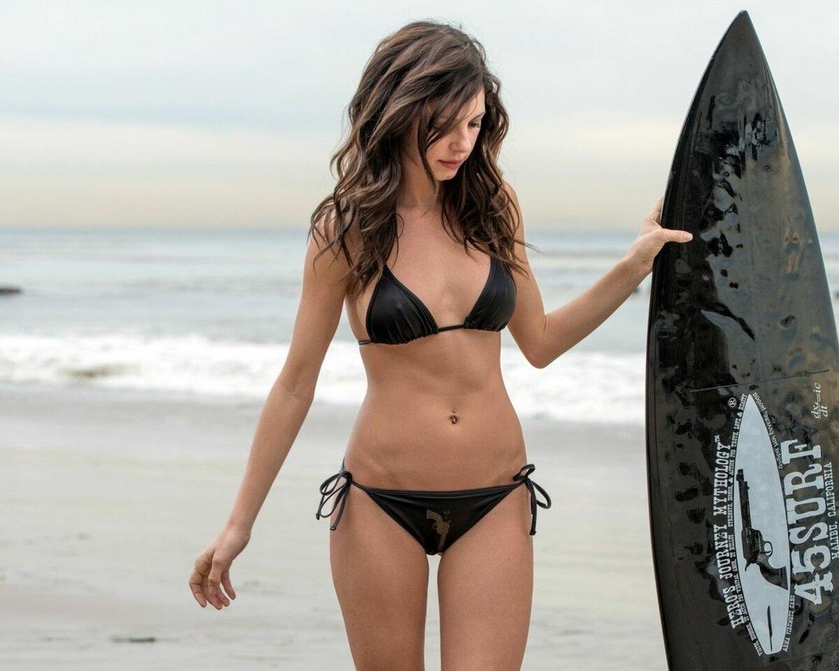 Bikini girl in distress, free porn pictures latin