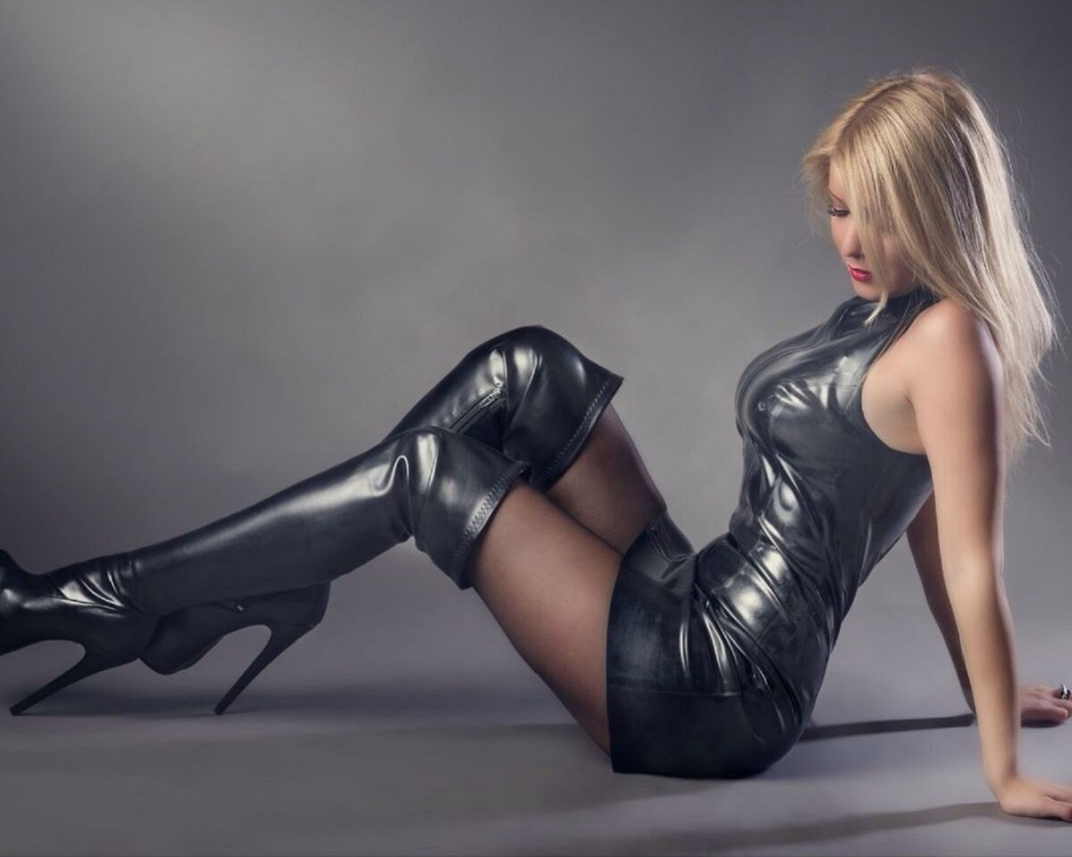 Blonde girl in leather, keral hot nude