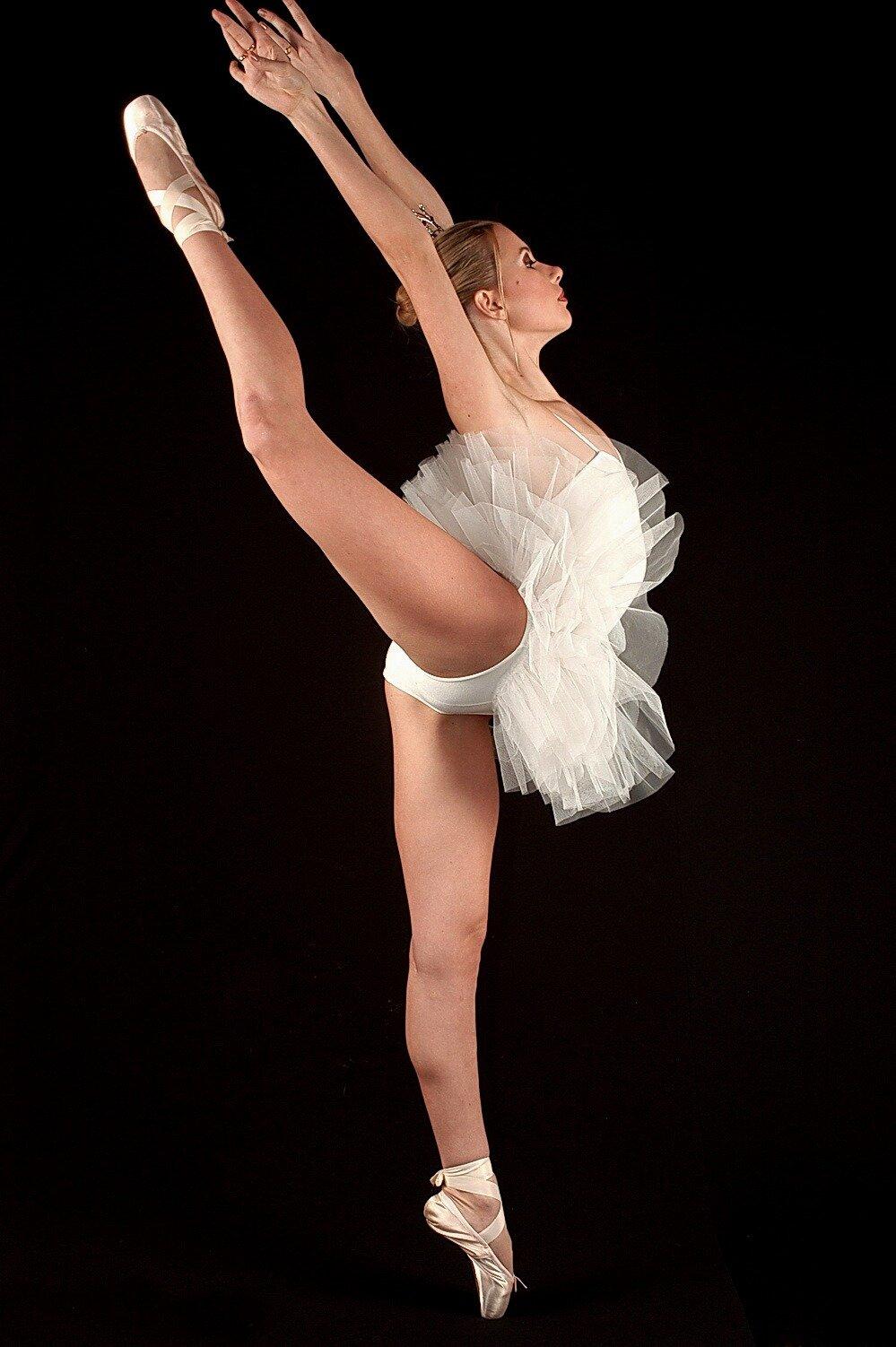 пикантность в позах балерин - 9