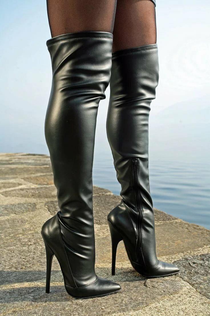 Фото красивые женские ноги в сапогах, вылизывание у старых баб