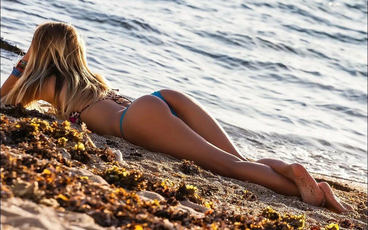 Photo girls beach bikini montauk