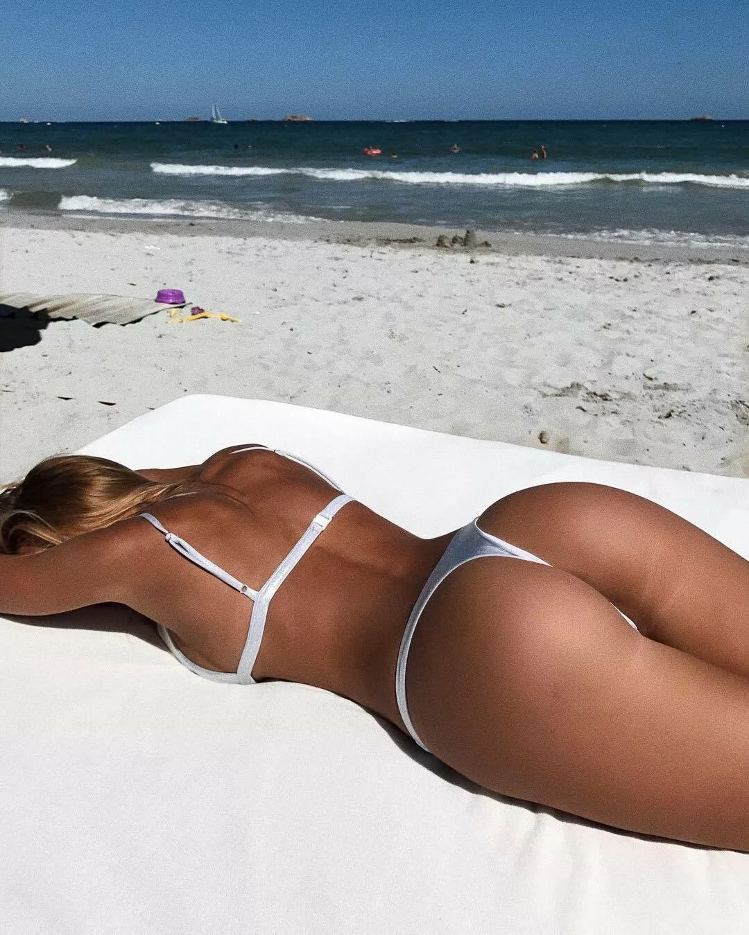 girls-laying-out-bikinis