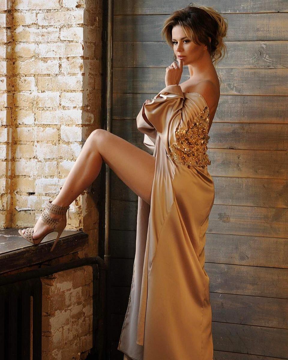 Голые фото в вечерних платьях — photo 5