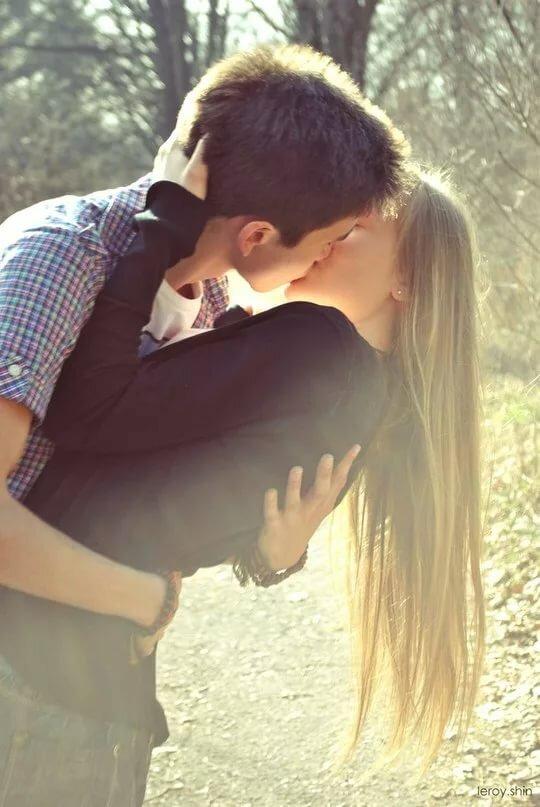 Фотки девушек и парней вместе которые целуются