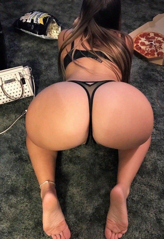 Пышные девушки стрингах в порно