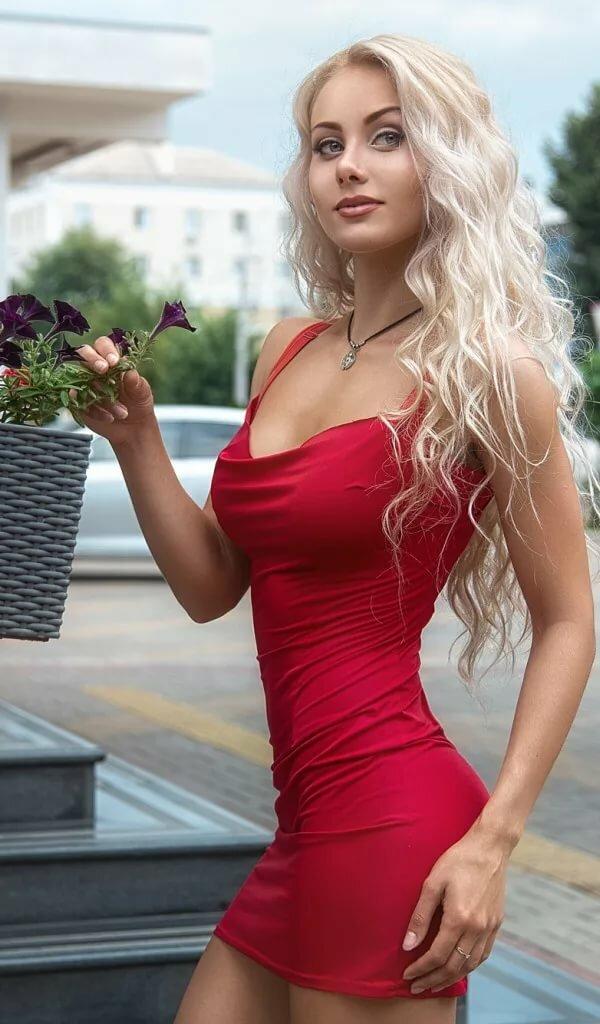 krasivie-blondinki-razvlekayutsya