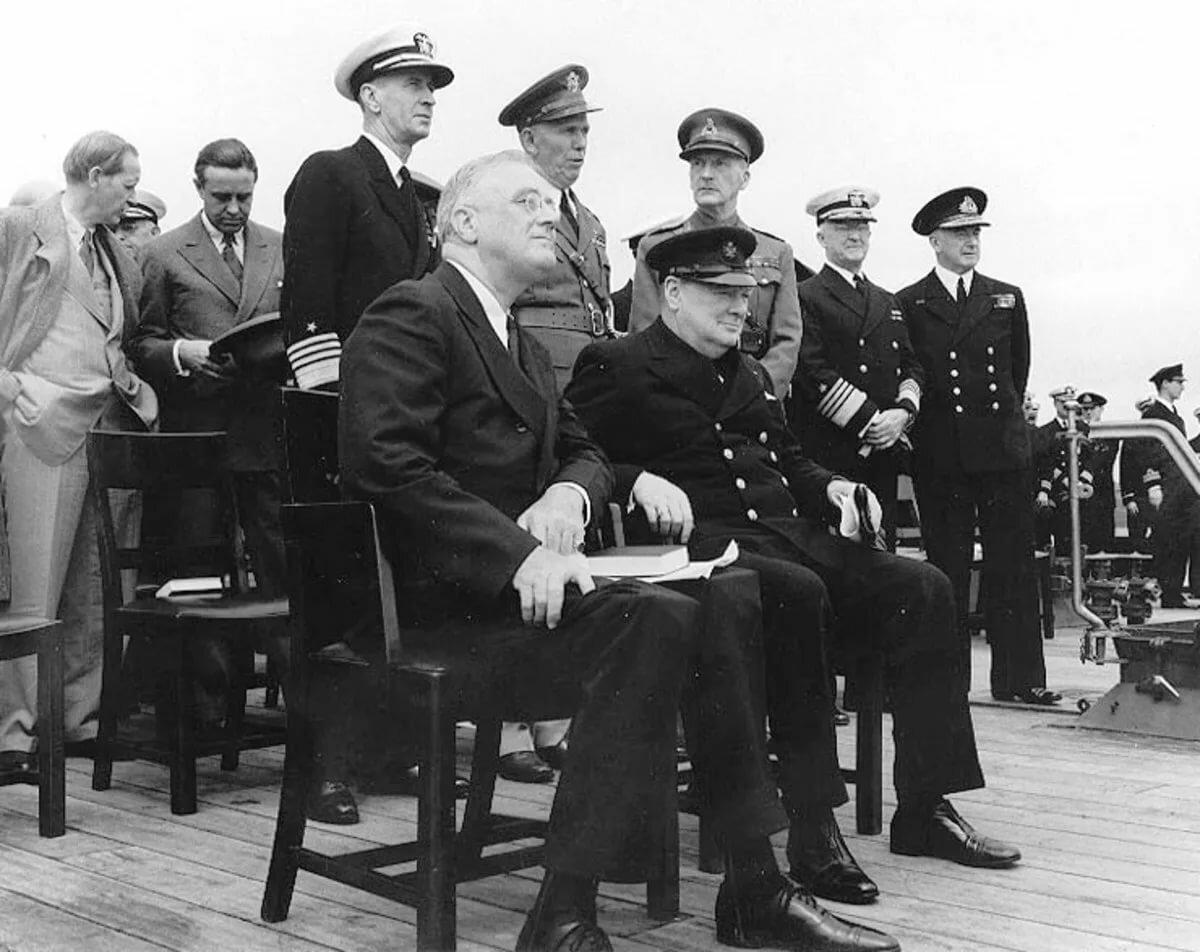14 августа 1941 года главы США и Великобритании подписали «Атлантическую хартию»