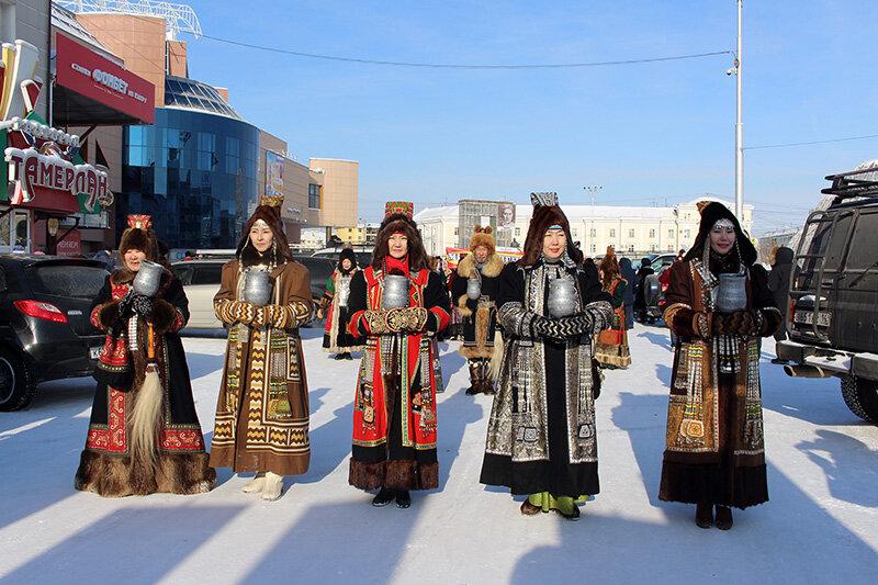 конечно якутская национальная одежда фото вижу