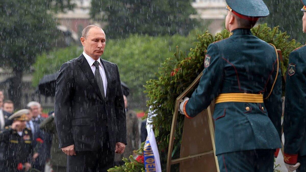 прежде найти фото с медведевым под дождем нормальный