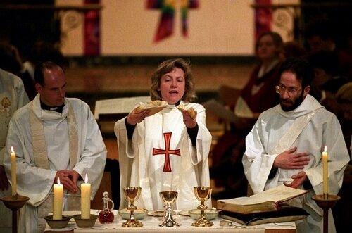 """""""Служба"""" на праздновании двадцатилетия женского священства в Церкви Англии"""